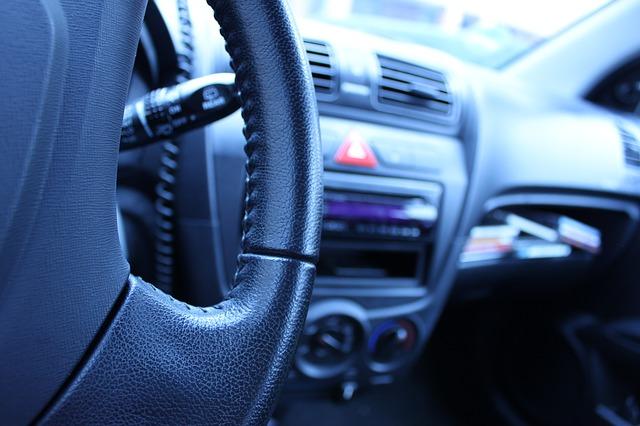 Cuáles son los papeles que hay que llevar siempre en el coche.