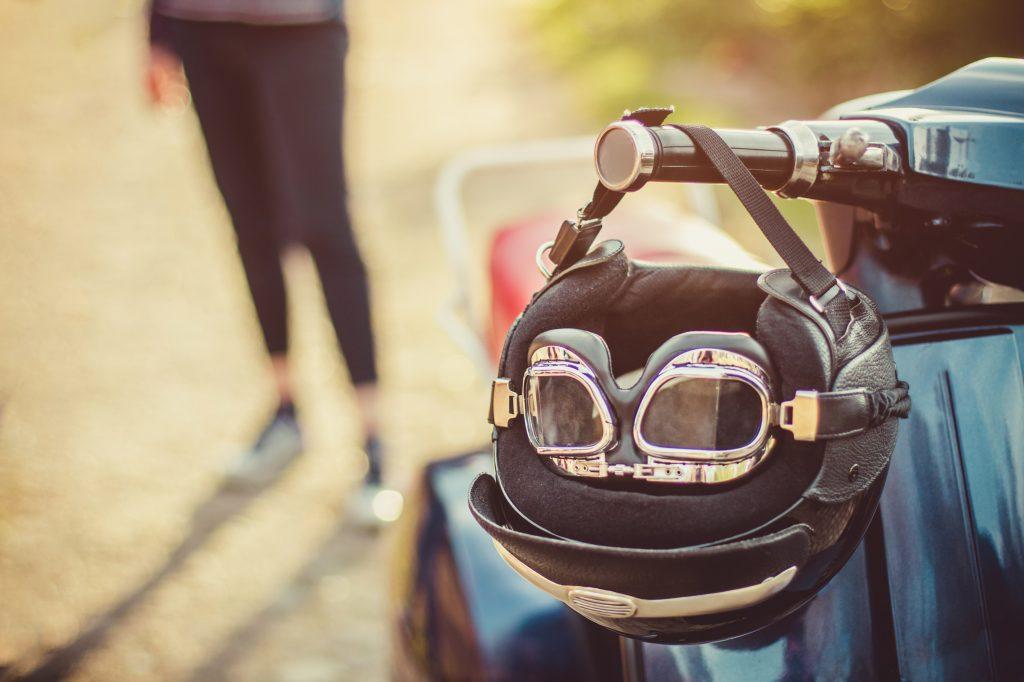 como llevar niños en moto