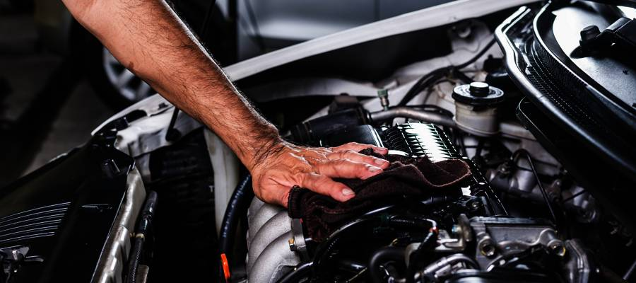 limpiar motor coche