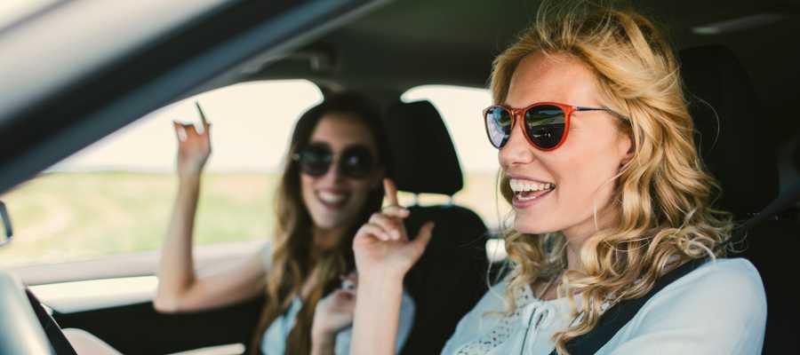escuchar música en el coche