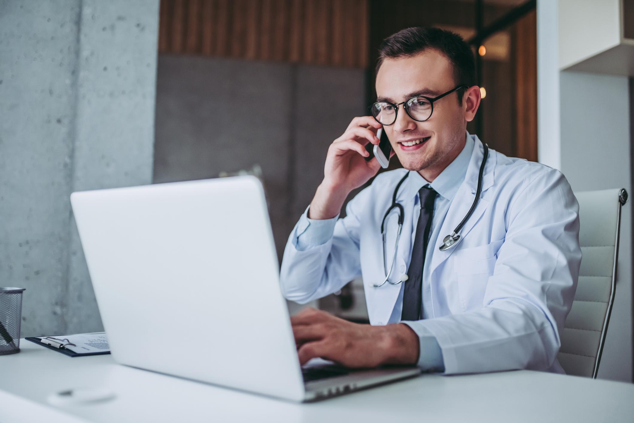 Un médico por teléfono las 24 horas del día